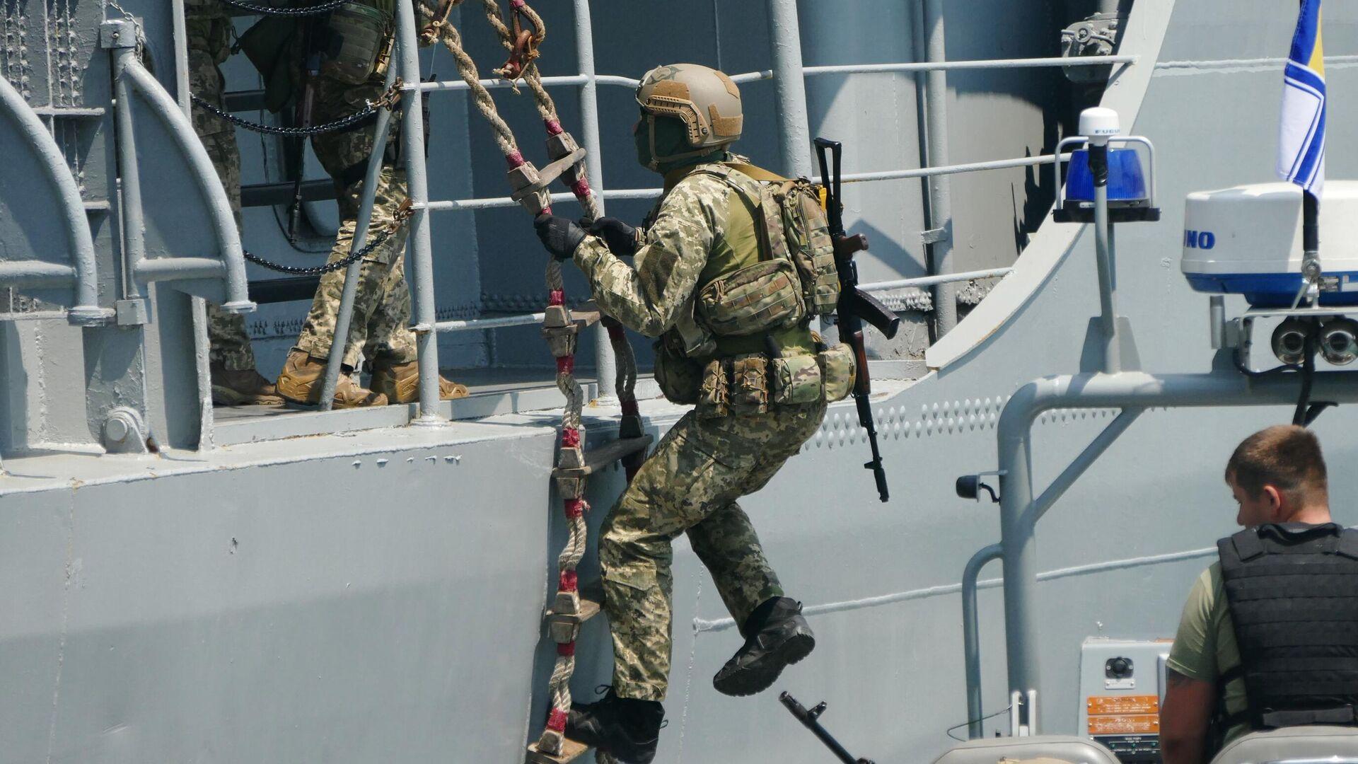 Военнослужащие отрабатывают действия против захвата кораблей в Черном море в рамках международных учений Sea Breeze - РИА Новости, 1920, 13.02.2021
