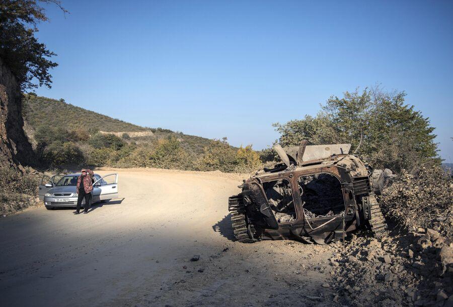 Уничтоженная военная техника в городе Степанакерт