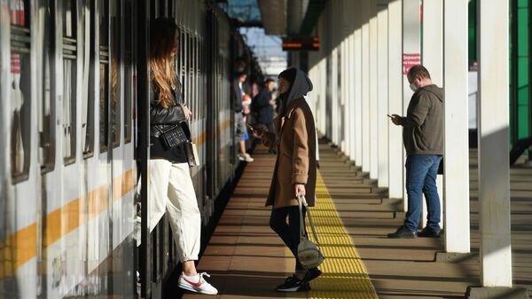 Пассажиры на станции МЦД
