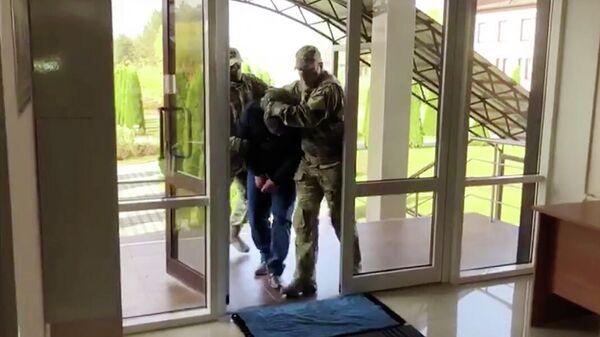 Кадр видео задержания участников нападения на Дагестан в 1999 году