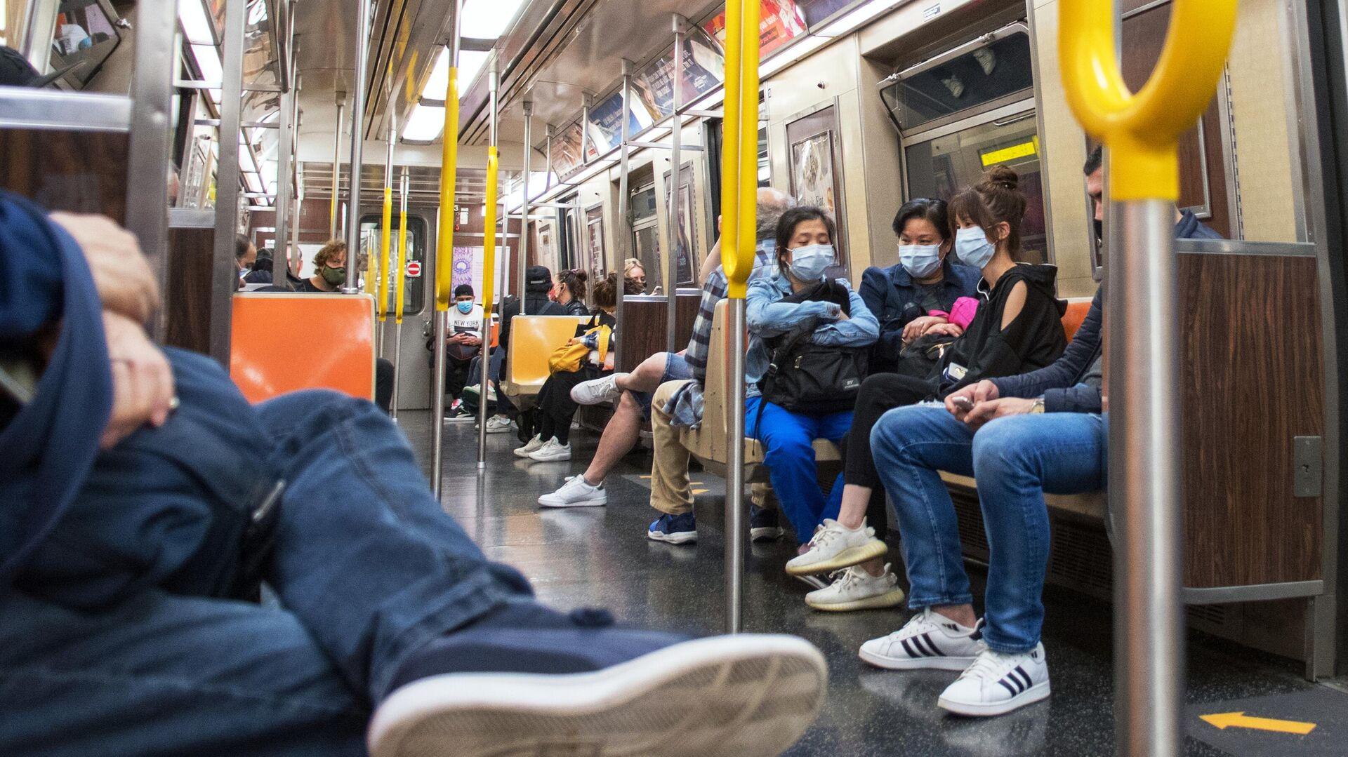 Пассажиры в вагоне Нью-Йоркского метро - РИА Новости, 1920, 21.02.2021