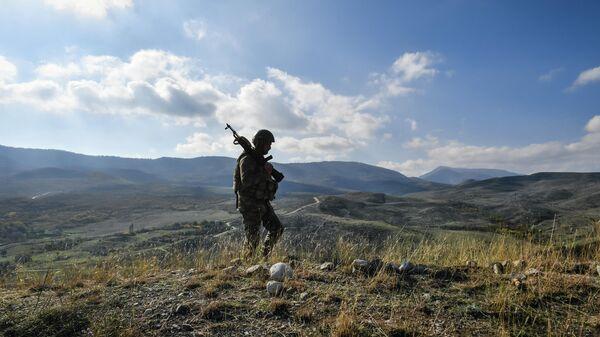 Военнослужащий азербайджанской армии у села Талыш