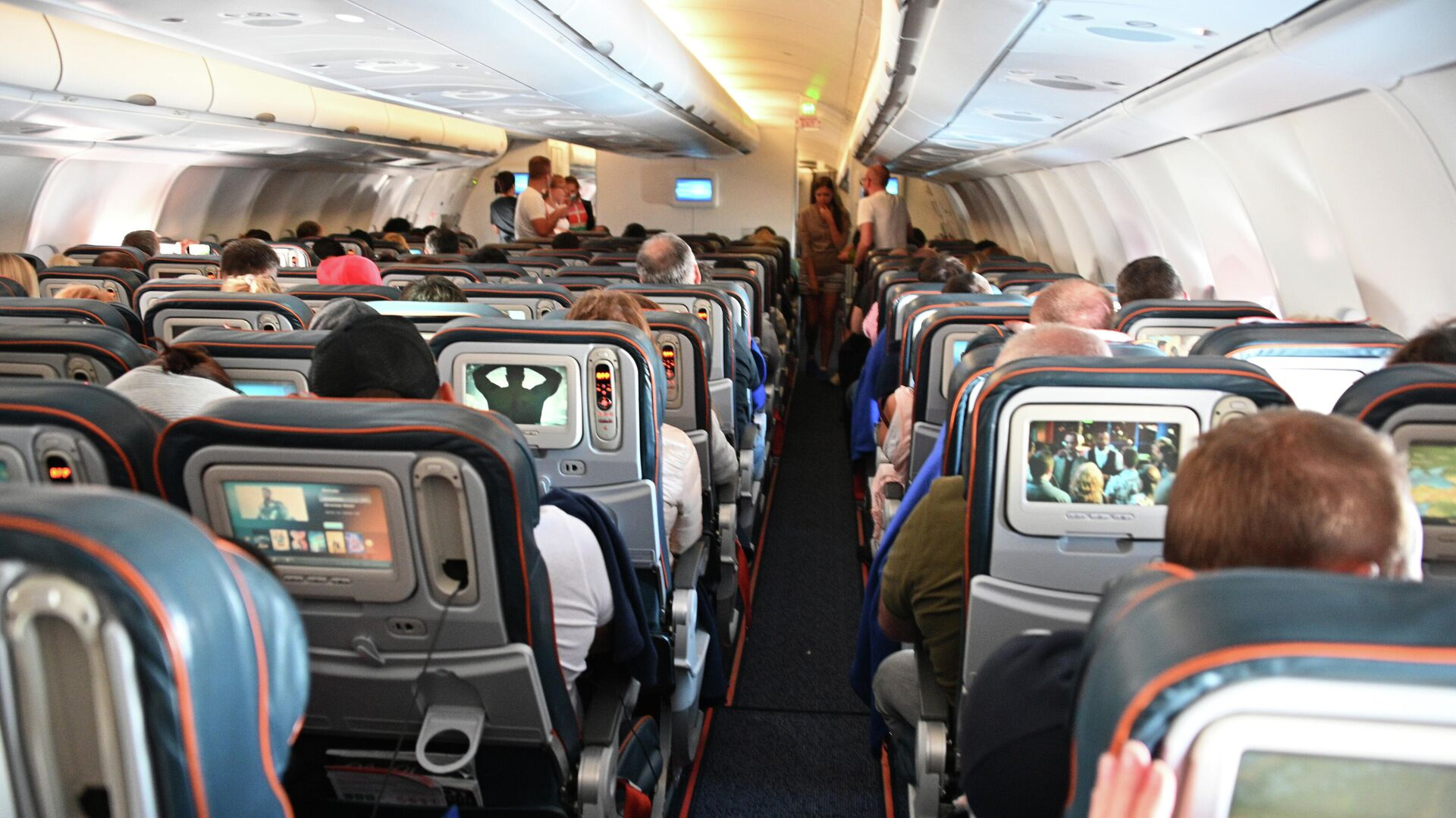 Пассажиры в салоне самолета - РИА Новости, 1920, 09.02.2021