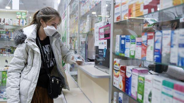 Покупка лекарств в одной из аптек Симферополя