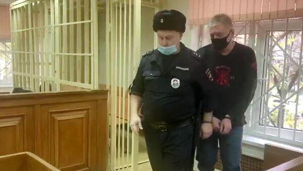 Заместитель начальник Московской таможни Сергей Цуканов, подозреваемый во взяточничестве, во время избрания меры пресечения в Пресненском суде Москвы