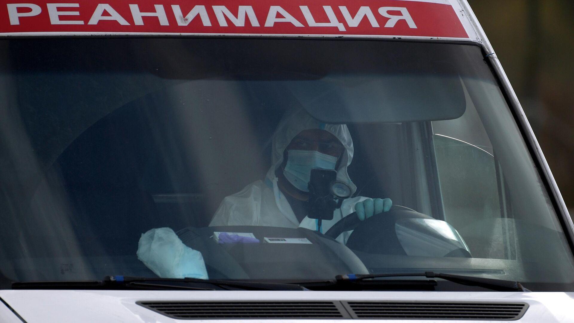 Машина скорой медицинской помощи возле карантинного центра в Коммунарке - РИА Новости, 1920, 08.01.2021
