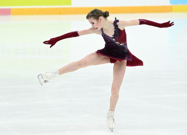Дарья Усачёва выступает с короткой программой в женском одиночном катании на III этапе Кубка России - Ростелеком 2020-2021 гг. по фигурному катанию в Сочи.