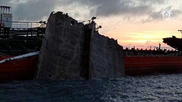 Кадры танкера Генерал Ази Асланов в Азовском море, где произошел взрыв