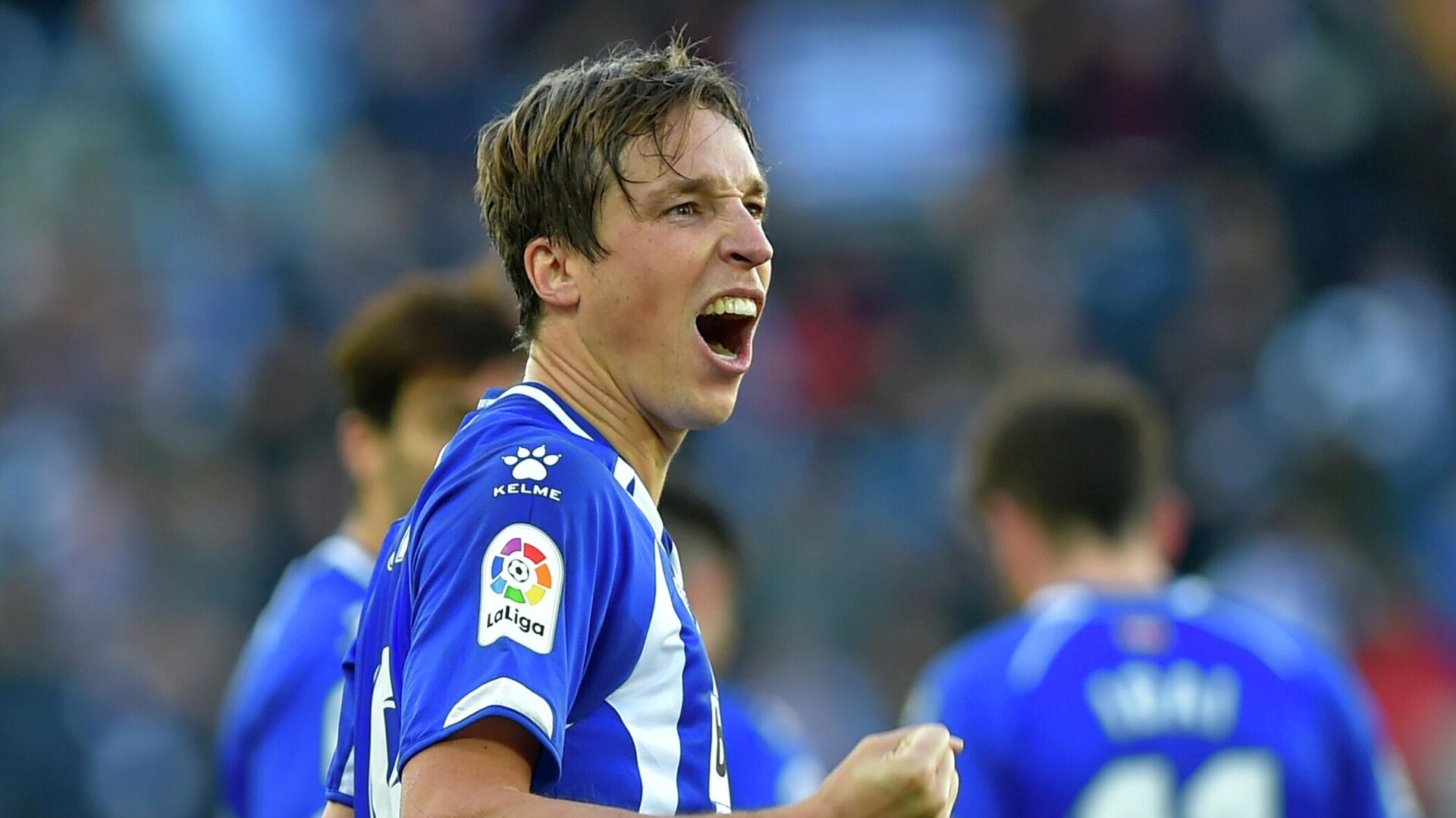 Alaves' Spanish midfielder Tomas Pina celebrates after scoring his team's second goal during the Spanish League football match between Deportivo Alaves and Valencia CF at the Mendizorroza stadium in Vitoria on January 5, 2019. (Photo by ANDER GILLENEA / AFP) - РИА Новости, 1920, 25.10.2020