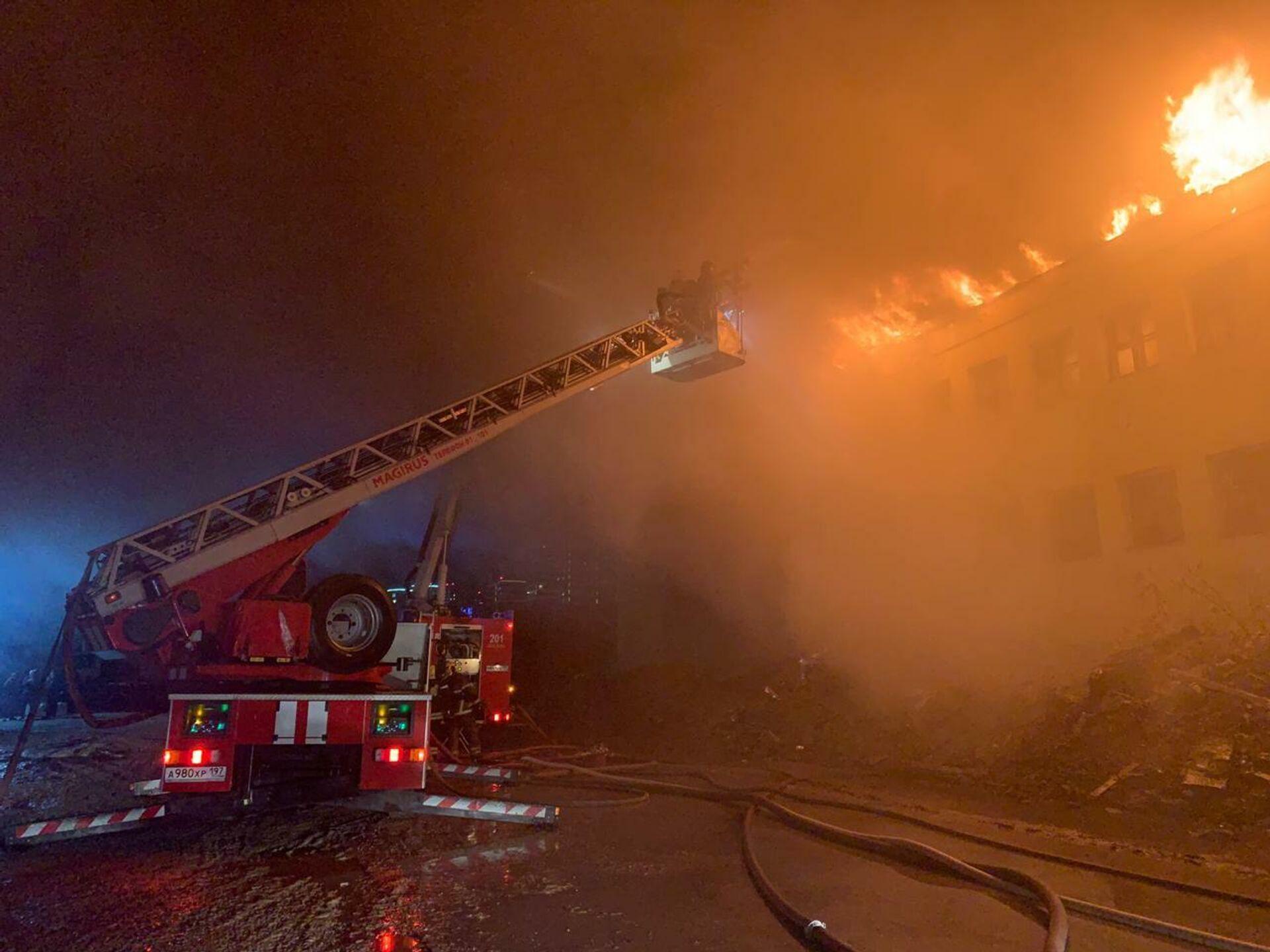 Возгорание произошло в трехэтажном здании на бывшей территории завода Серп и молот в Москве - ПРОФИ Новости, 1920, 26.10.2020