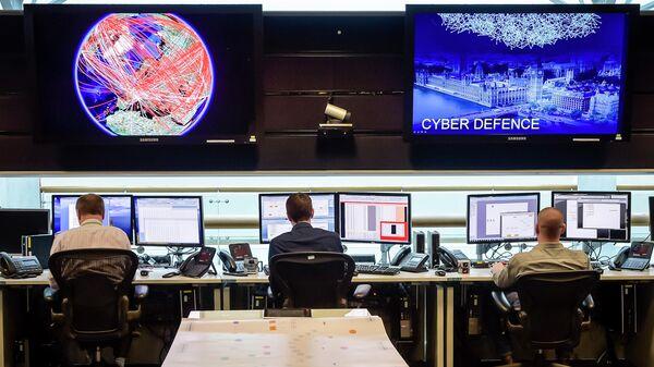 Сотрудники службы электронной разведки Британского правительства