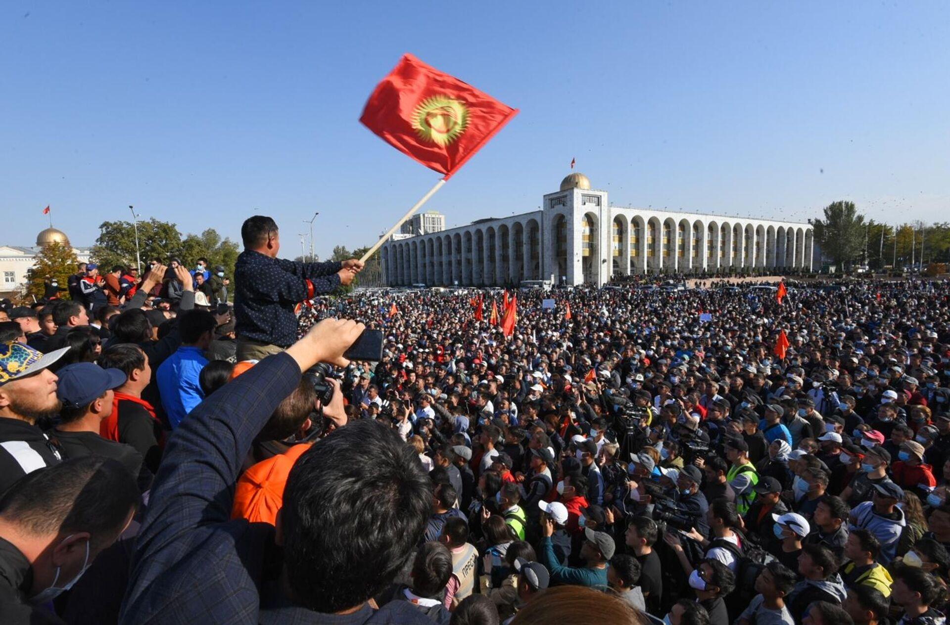 Участники акции протеста в Бишкеке - РИА Новости, 1920, 20.11.2020