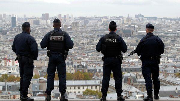 Сотрудники полиции и спецслужб Франции в Париже