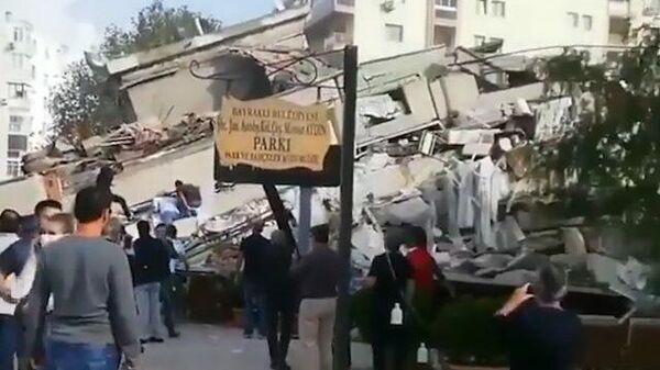 Землетрясение в Измире: десятки домов разрушены, есть погибшие