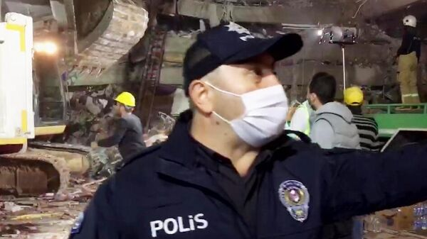 Последствия землетрясения в турецком Измире. Стоп-кадр видео