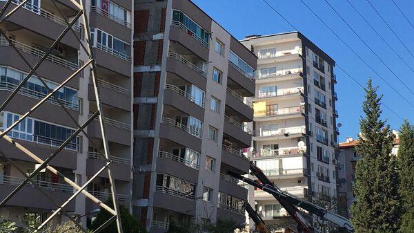Последствия землетрясения в турецком Измире