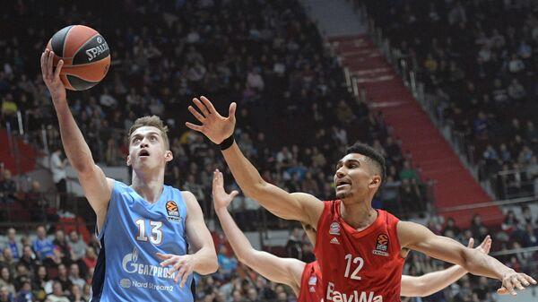 Дмитрий Хвостов (слева)
