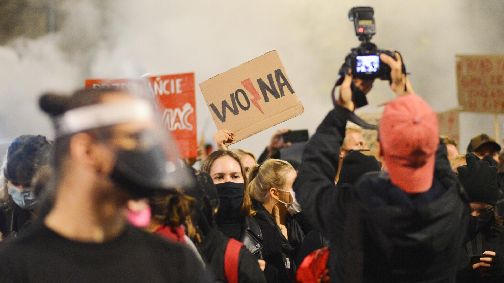 Участники акции протеста против ужесточения законодательства об абортах в Польше - РИА Новости, 1920, 03.11.2020