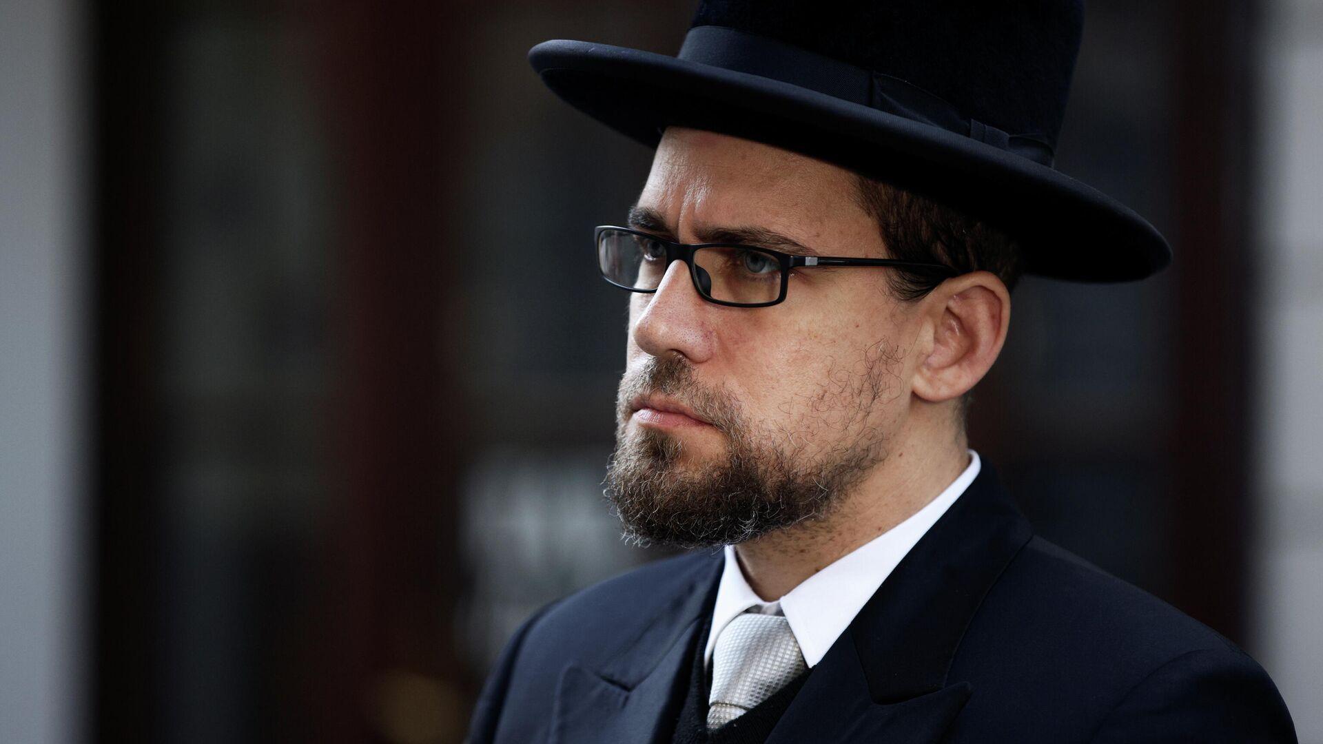 Раввин Шломо Хофмейстер около синагоги после перестрелки в Вене, Австрия - РИА Новости, 1920, 03.11.2020