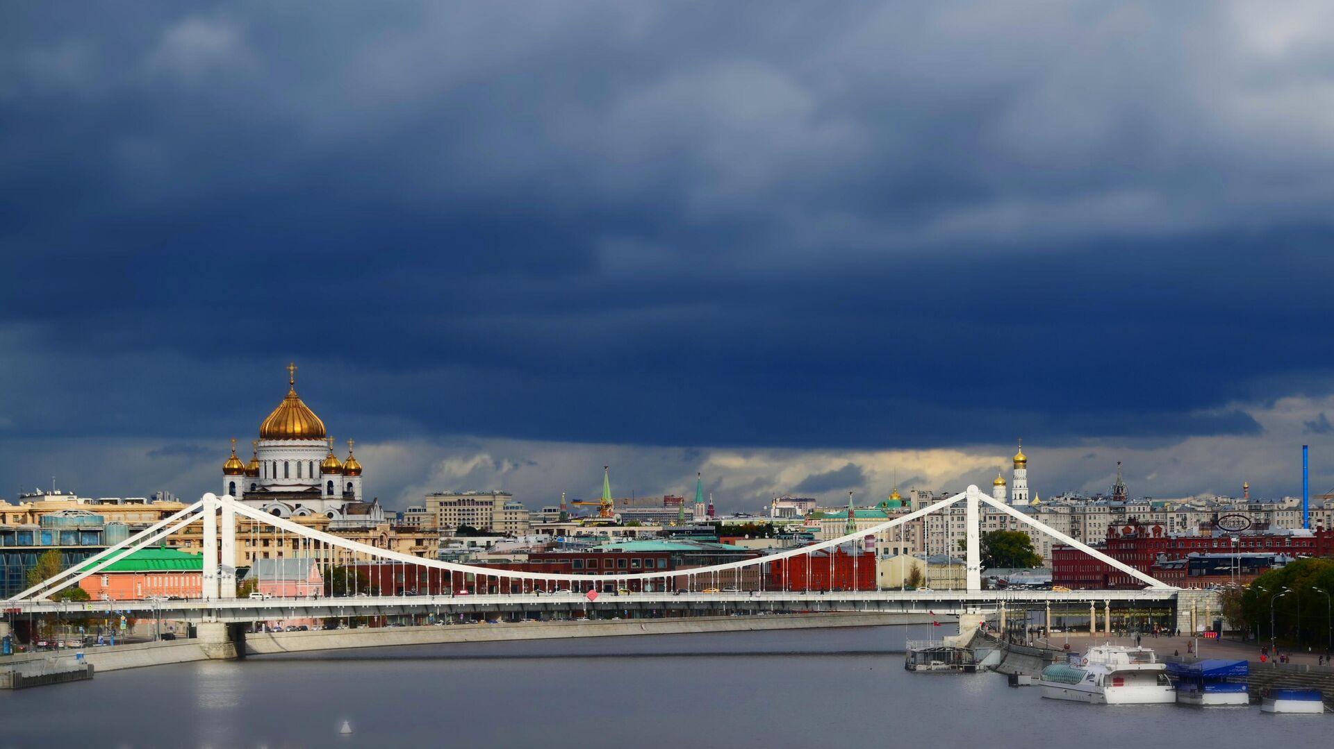Крымский мост и храм Христа Спасителя в Москве - РИА Новости, 1920, 16.12.2020