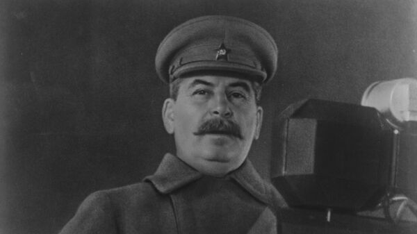 Председатель Совета народных комиссаров СССР, Председатель Государственного комитета обороны СССР Иосиф Виссарионович Сталин выступает с речью на военном параде на Красной площади 7 ноября 1941 года