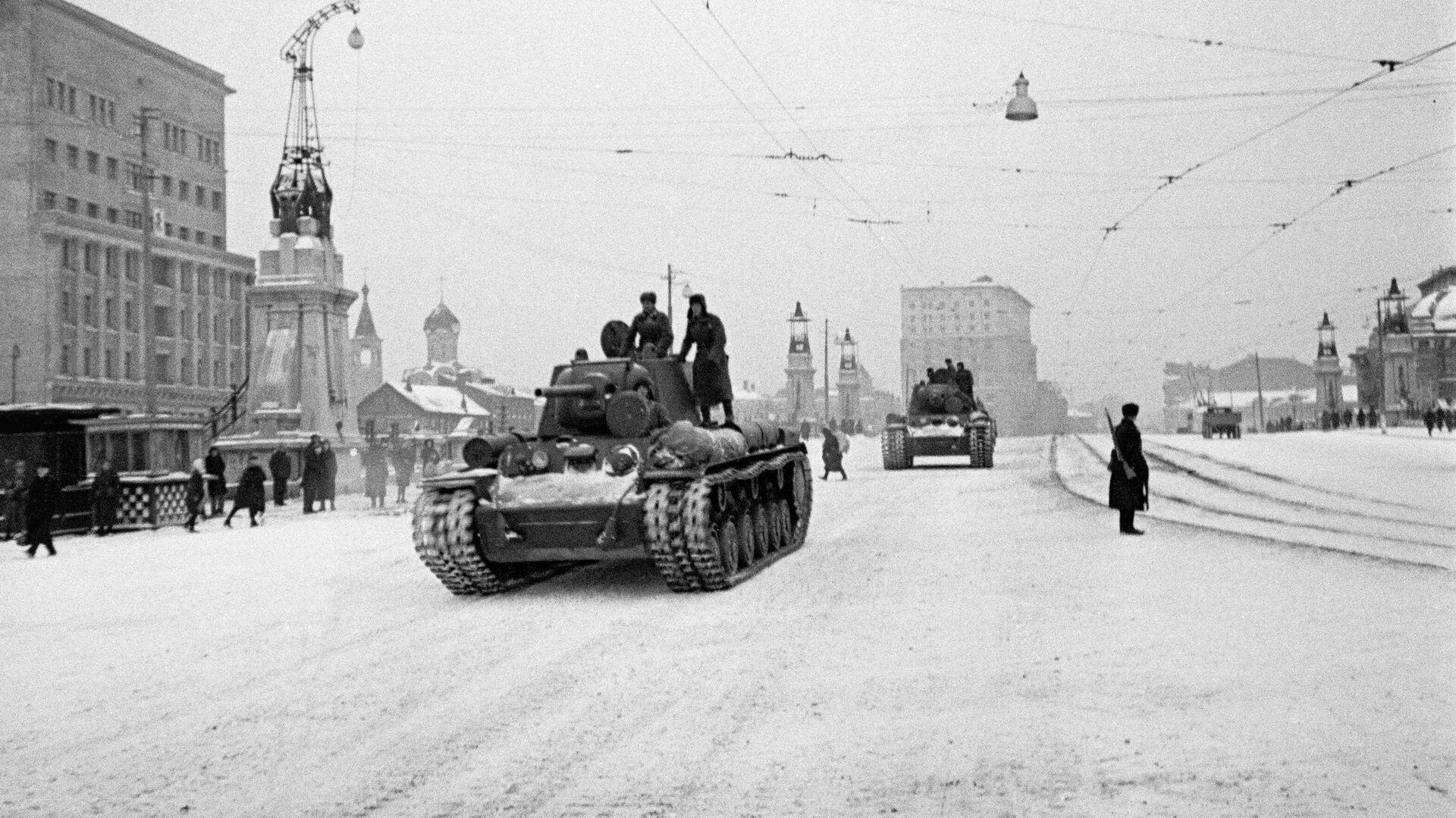 После военного парада 7 ноября 1941 года – на фронт - РИА Новости, 1920, 07.11.2020
