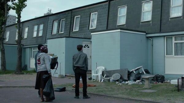 Кадр из фильма Его дом