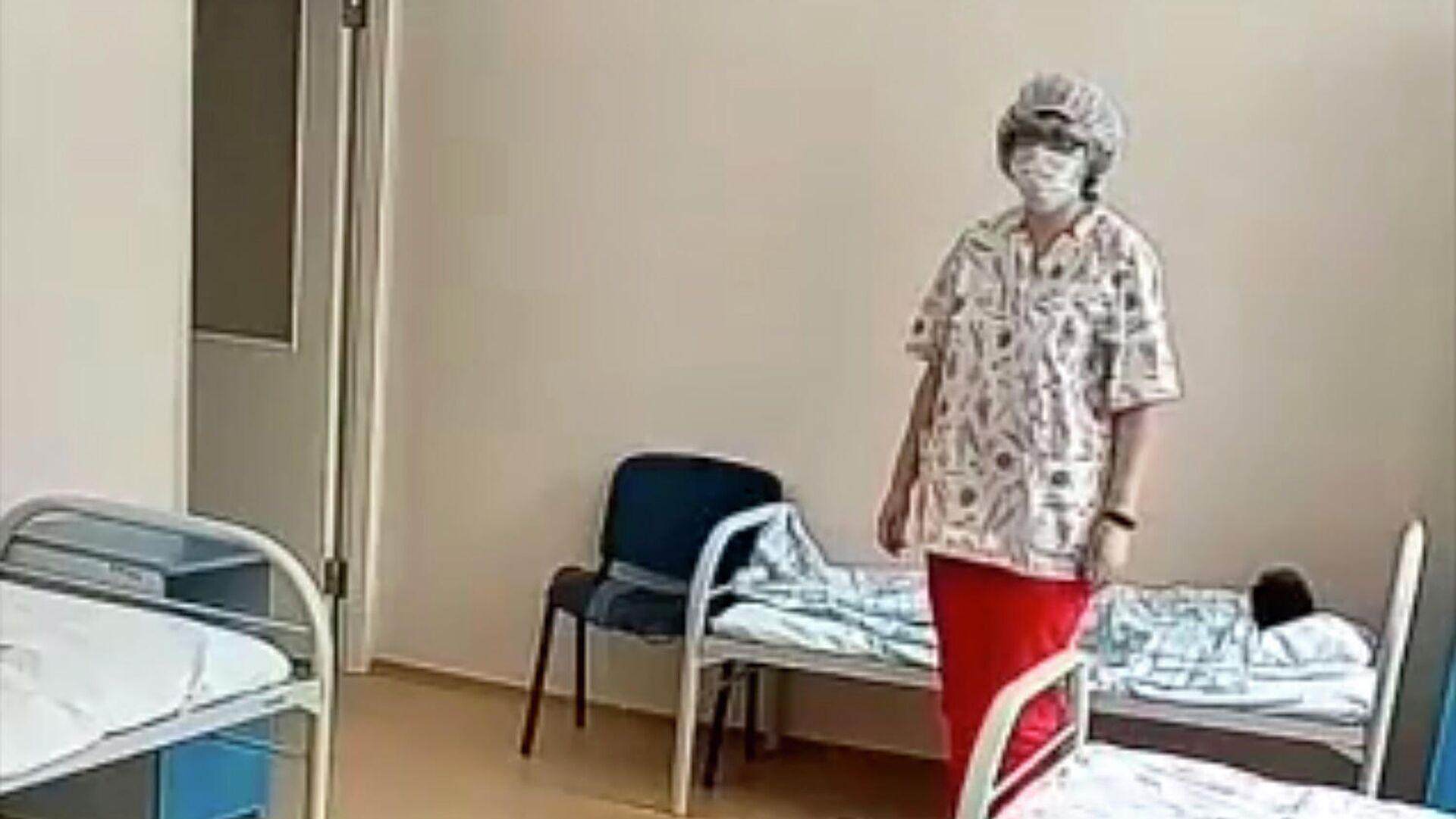 Кадр видео жестокого обращения с ребенком в больнице в Новосибирске - РИА Новости, 1920, 07.11.2020