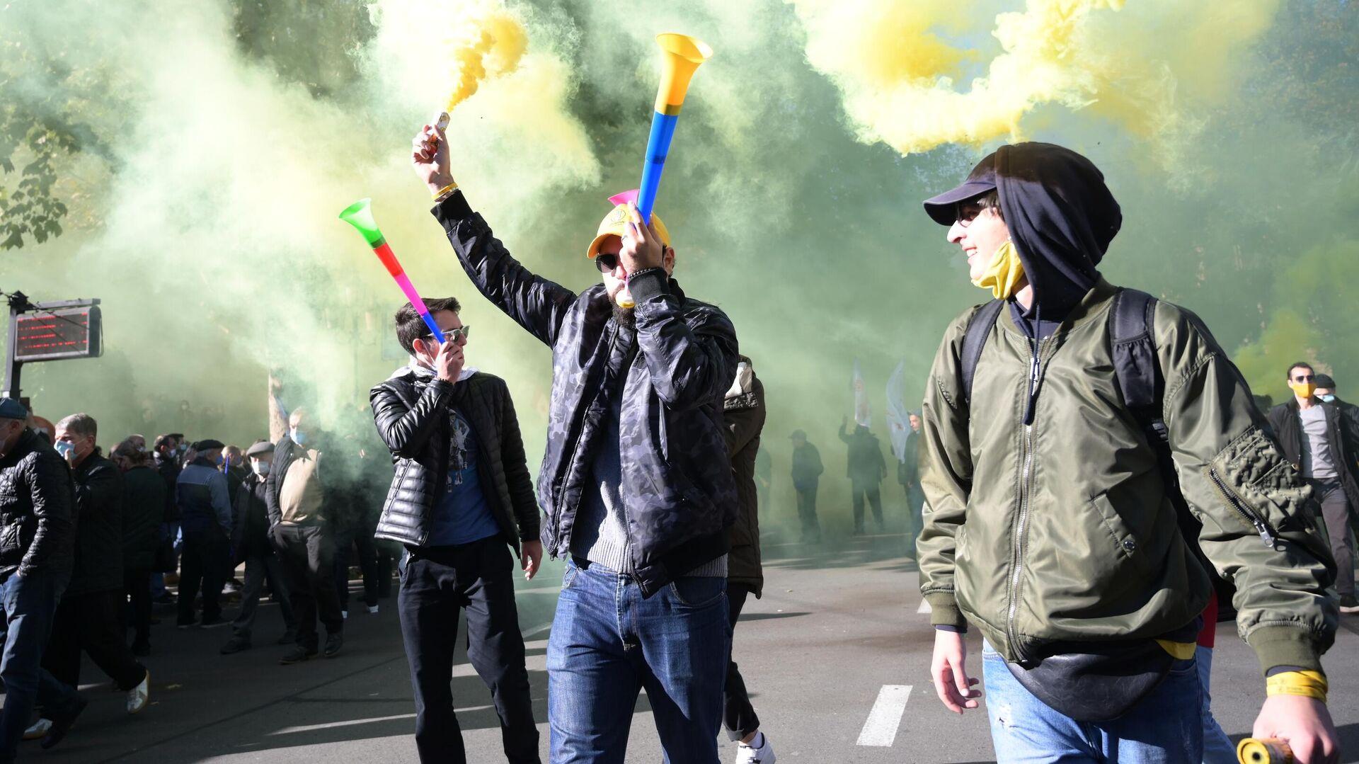 Участники акции оппозиции в Тбилиси - РИА Новости, 1920, 10.11.2020
