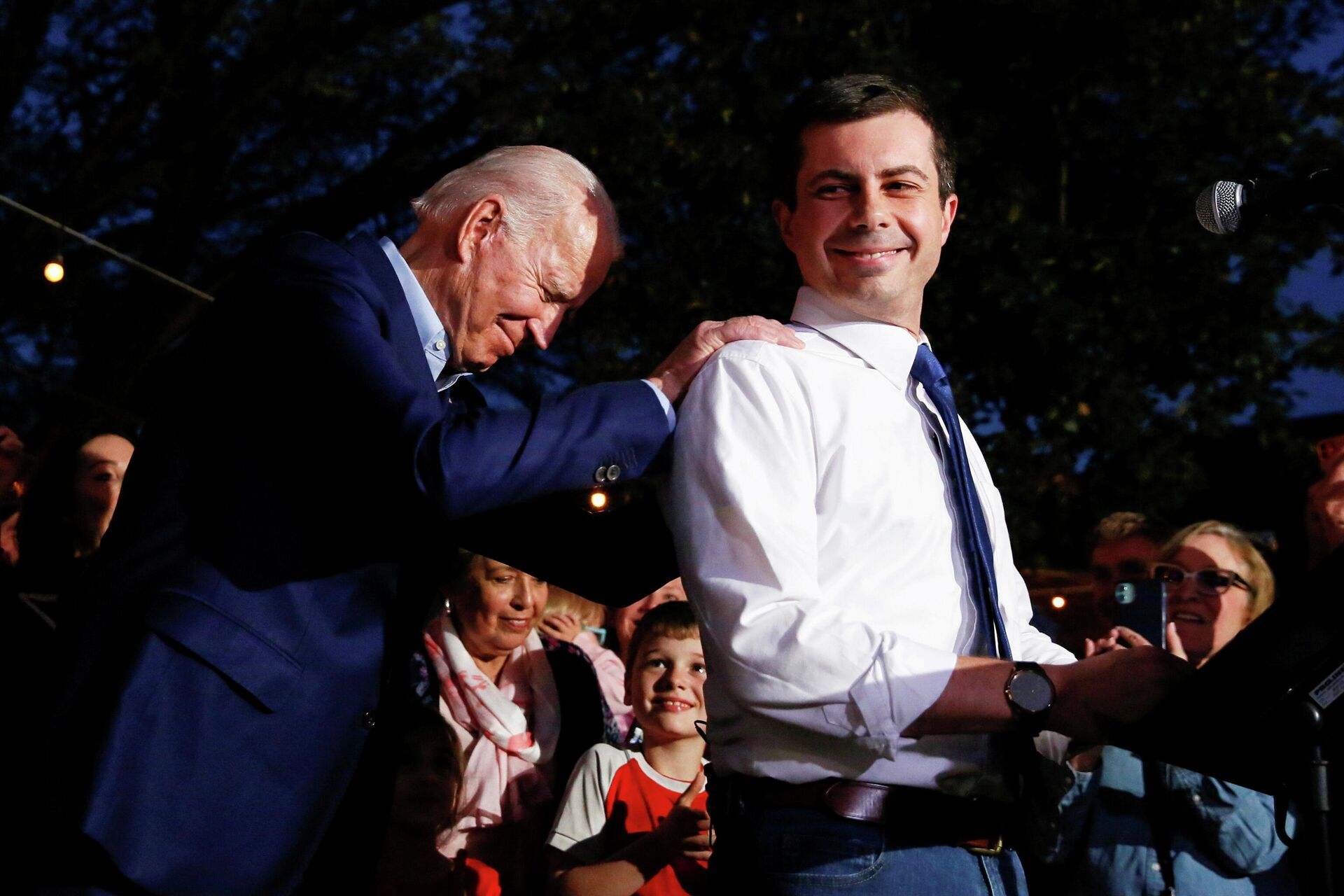 Кандидат в президенты США Джо Байден и Пит Буттиджич в Далласе, Техас  - РИА Новости, 1920, 09.11.2020