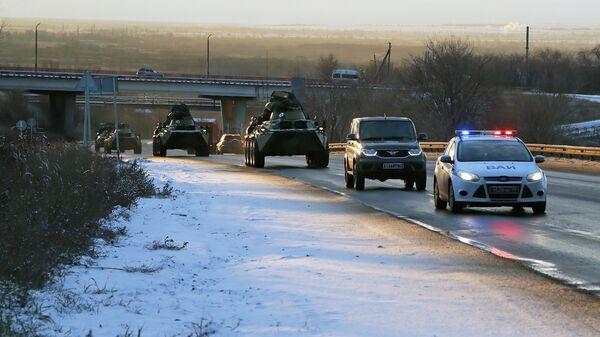 Колонна военной техники российских миротворцев в Самарской области перед отправкой в Нагорный Карабах