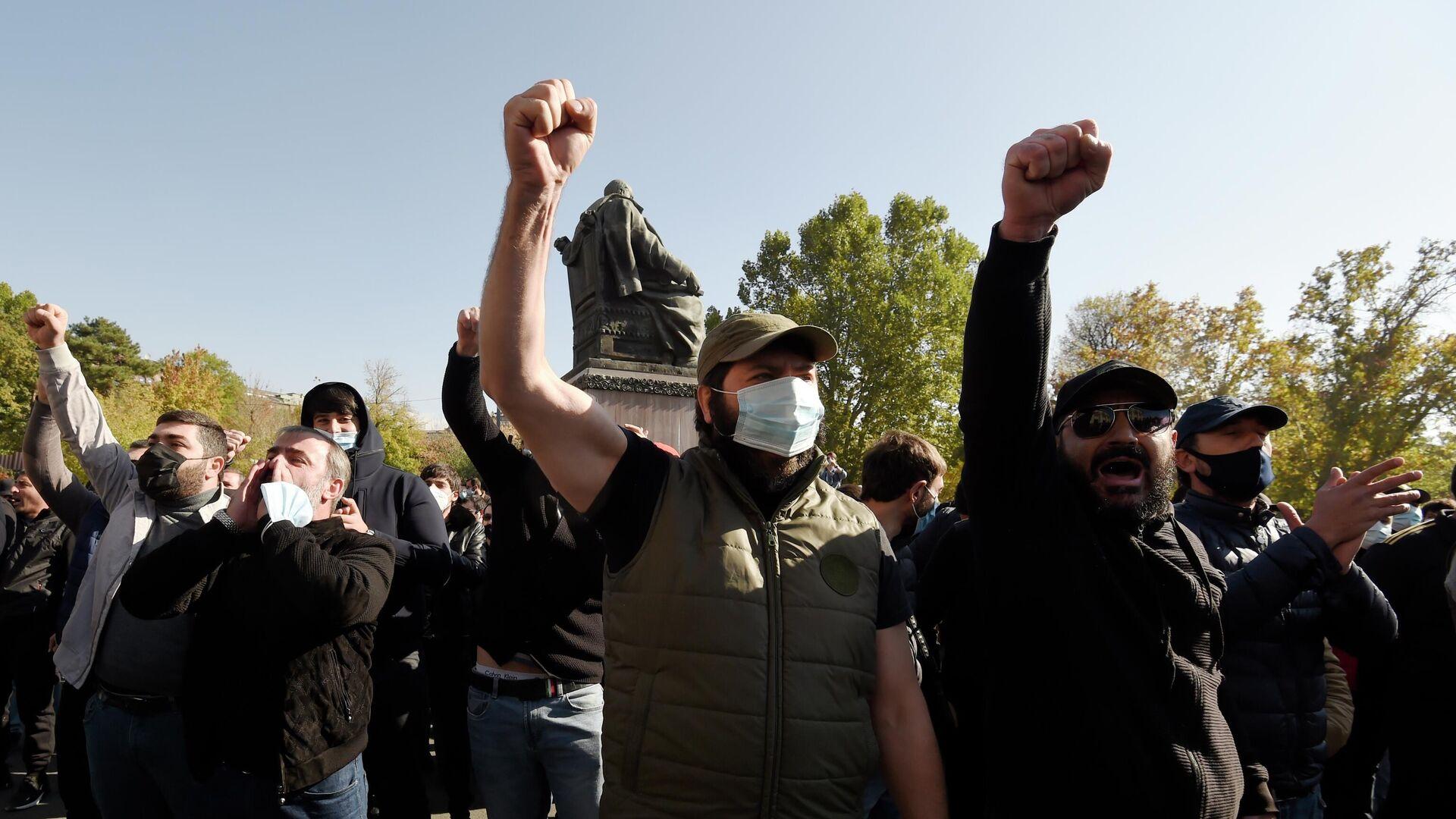 Участники митинга на площади Свободы в Ереване - РИА Новости, 1920, 05.12.2020