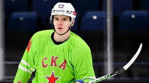 Хоккеист СКА Максим Грошев на тренировке