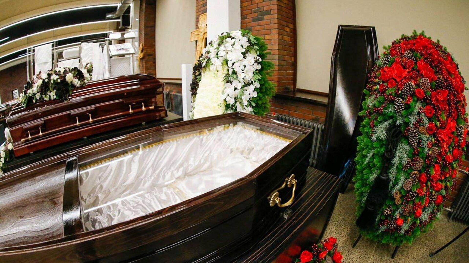 Гробы от ГБУ Ритуал со стеклянными крышками для умерших от коронавируса - РИА Новости, 1920, 11.11.2020