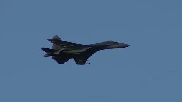 Высокоманевренный воздушный бой на истребителях Су-35С в Карелии