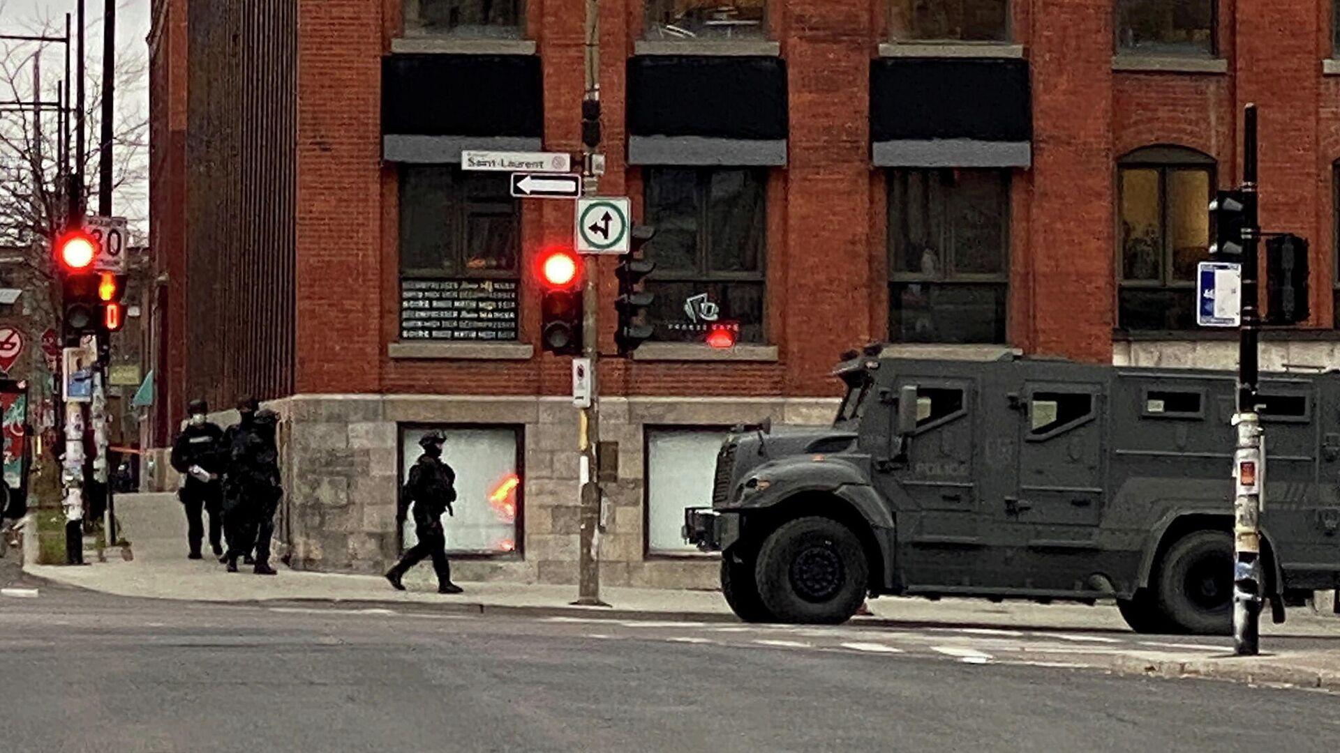 Полиция в Монреале возле здания офиса Ubisoft, где могут находиться заложники - РИА Новости, 1920, 14.11.2020