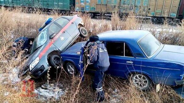 Водитель перевернул автомобиль полиции, уходя от погони