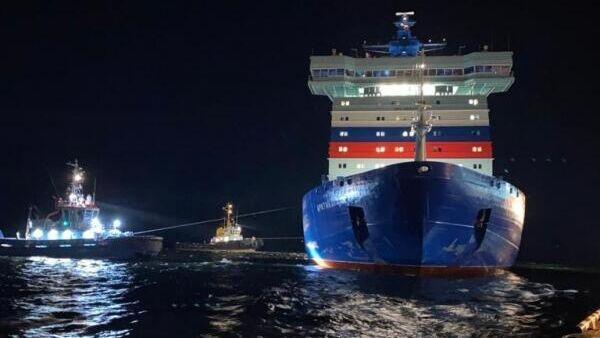Головной универсальный атомный ледокол Арктика вышел из порта Мурманск в первый рабочий рейс