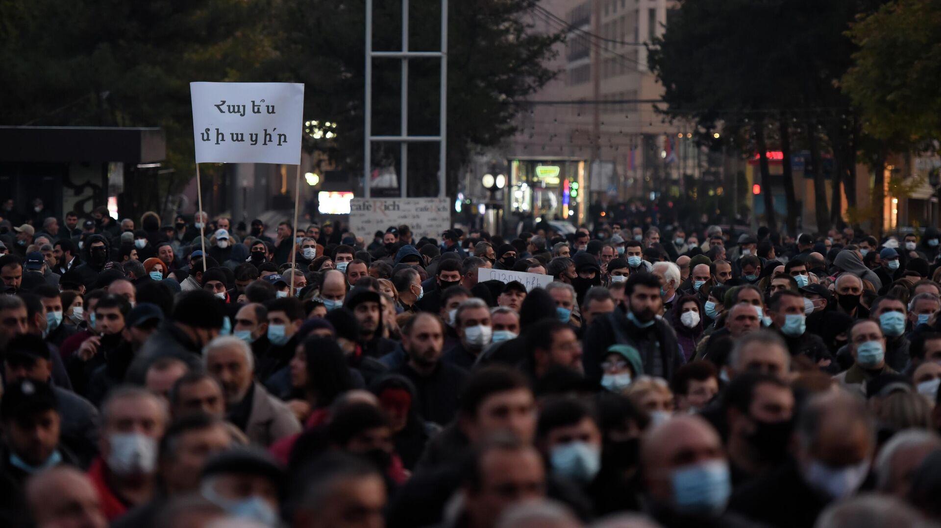 Участники митинга оппозиции на Площади Свободы в Ереване - РИА Новости, 1920, 16.11.2020
