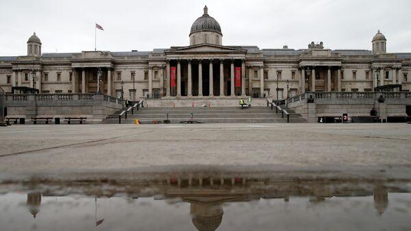 Пустая Трафальгарская площадь в центре Лондона