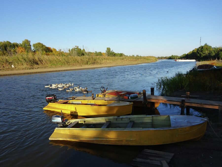Лодки на базе отдыха Берлога