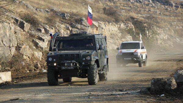Блокпост российских миротворцев под Шуши на выезде из Степанакерта