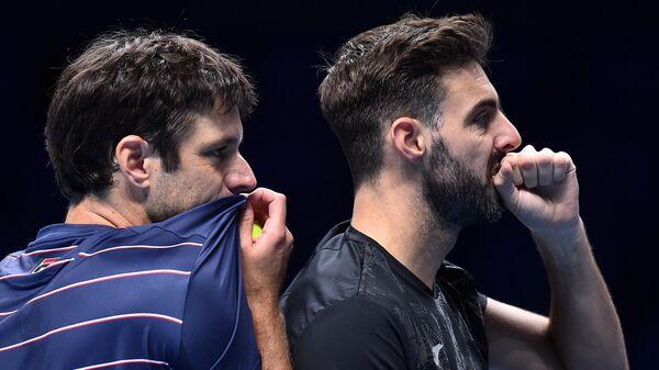 Теннисисты Орасио Себальос (слева) и Марсель Гранольерс