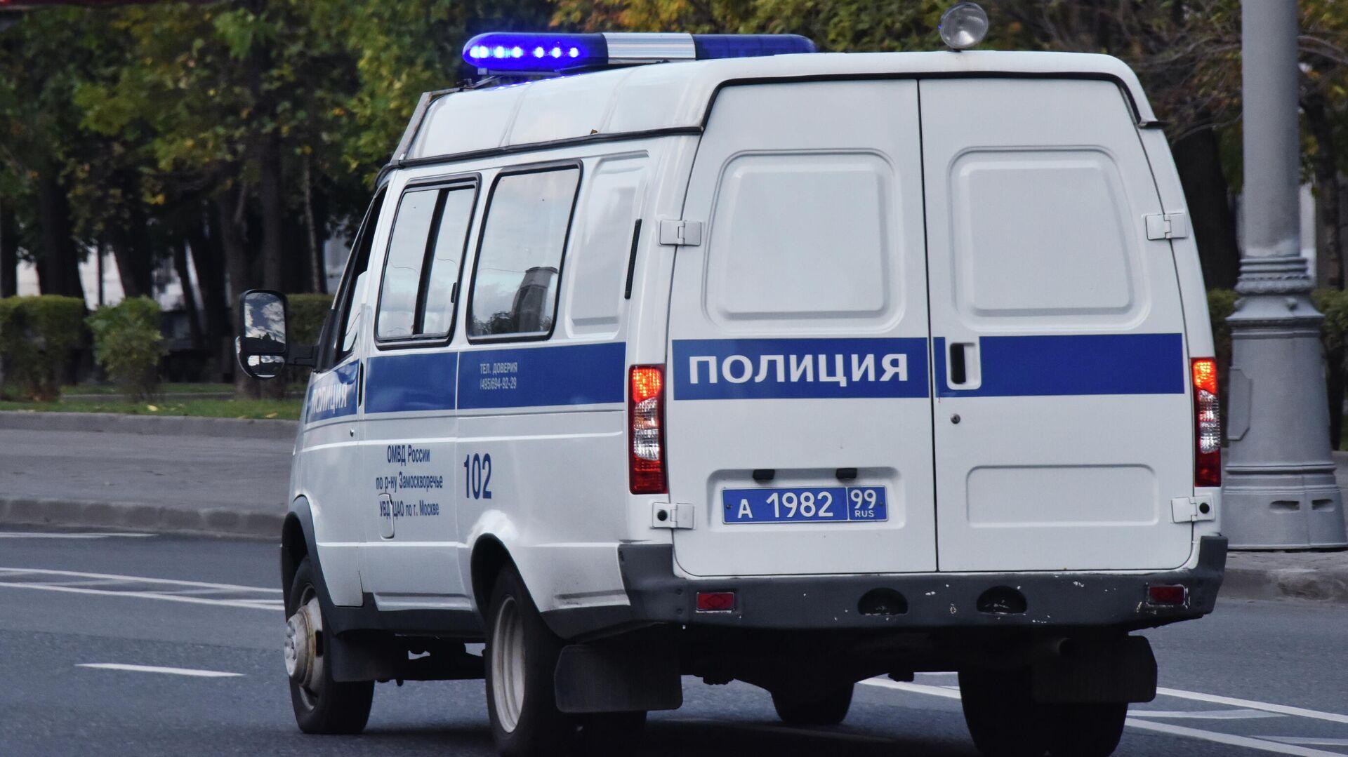 Автомобиль полиции едет по дороге - РИА Новости, 1920, 17.07.2021