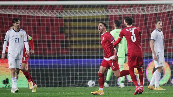 Футболисты сборной Сербии Неманья Радоньич и Филип Младенович (слева направо)
