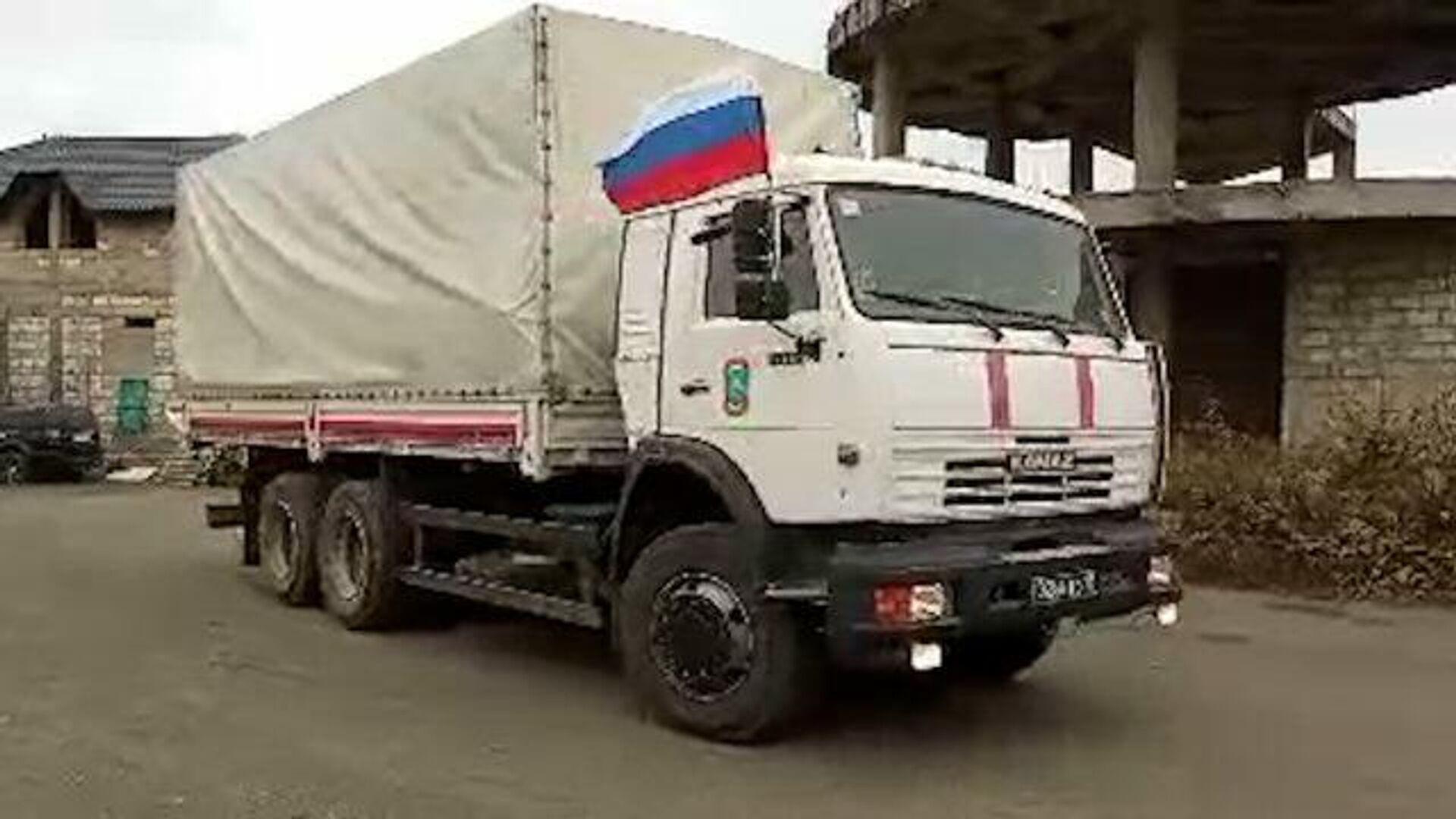 Колонна грузовиков с гуманитарной помощью прибыла в Степанакерт  - РИА Новости, 1920, 21.11.2020