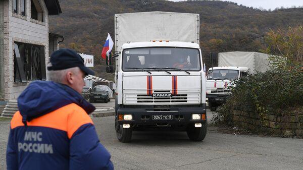 Первая колонна МЧС России с гуманитарным грузом прибыла в Степанакерт из Ростовской области