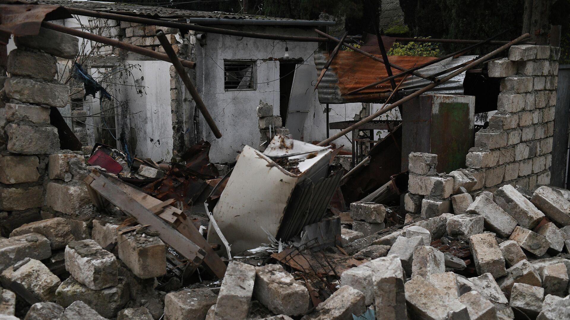 Разрушенные здания в населенном пункте Мартуни в Нагорном Карабахе - РИА Новости, 1920, 23.11.2020