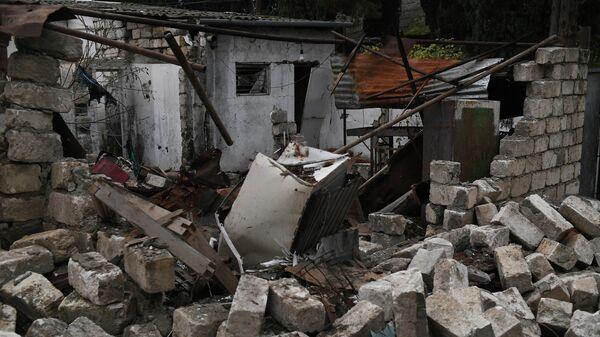 Разрушенные здания в населенном пункте Мартуни в Нагорном Карабахе