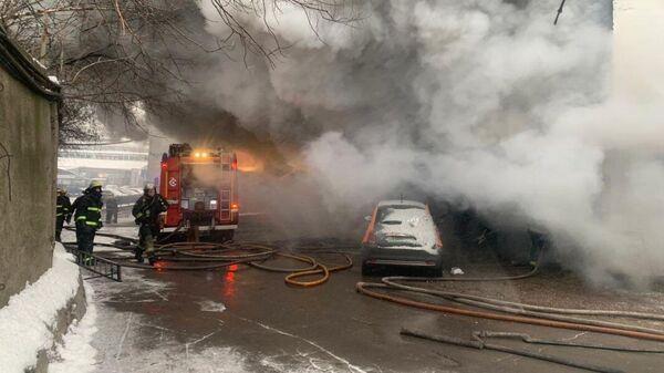 Пожар в промзоне по адресу: Варшавское шоссе, дом 26, возле станции метро Нагатинская
